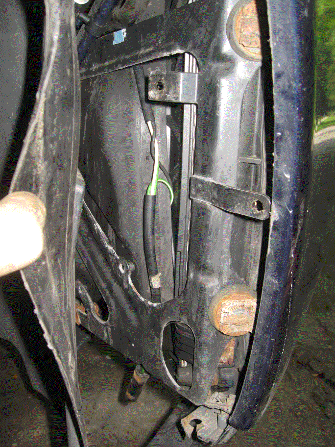 Old part behind wheel well liner - 1.png